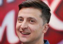 Зеленский обрадовался, что отмечает День конституции без пиджака