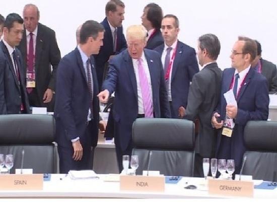 Трамп «вшутку» указал Санчесу наего место