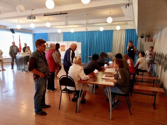 В Серпухове представители старшего поколения открыли выборный день