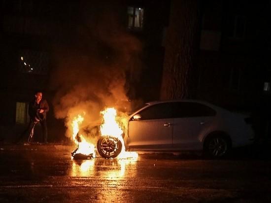 В Советске загорелся припаркованный автомобиль