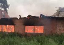В селе Симбирка Ижморского района в субботу, 29 июня, загорелся нежилой кирпичный дом 12 на 12 метров