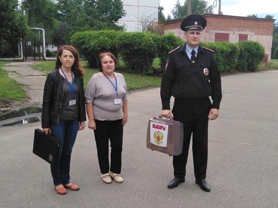В Серпухове маломобильным гражданам помогают поучаствовать в выборах