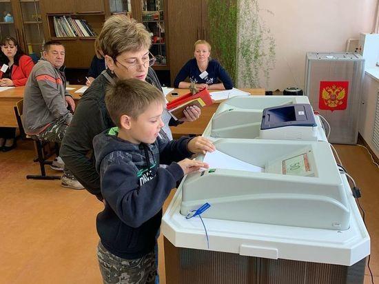 Руководитель «Молодой гвардии» посетил избирательные участки в Серпухове