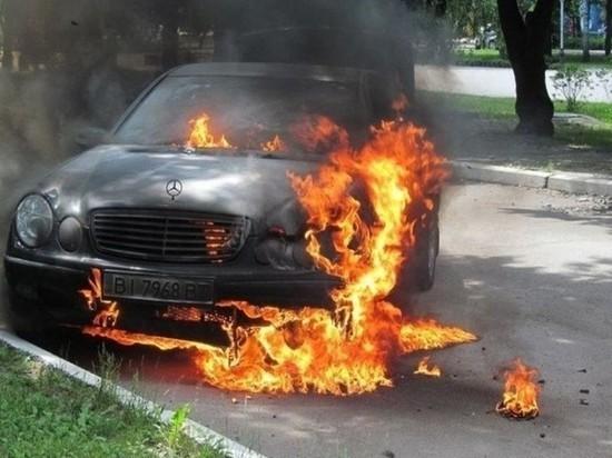 В Калининграде ночью горел «Merсedes»