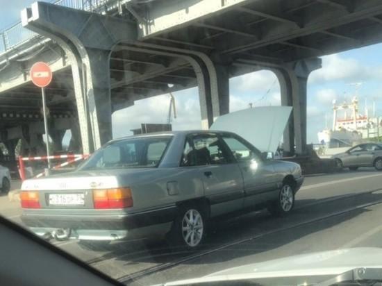«Внимание»: в Калининграде перед двухъярусным мостом пробка