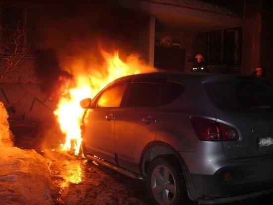 В поселке Центральный в Кимрах неизвестные подожгли Ниссан