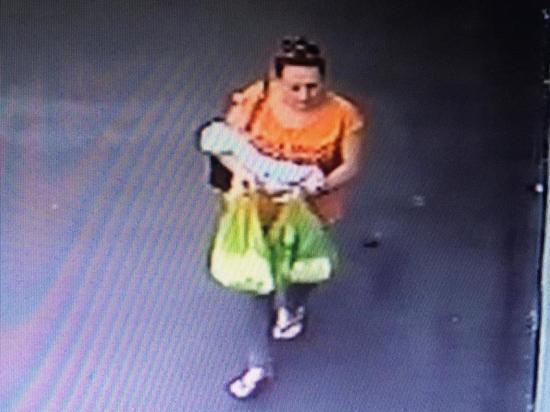 Полиция в Краснодаре установила личность женщины, оставившей младенца во дворе