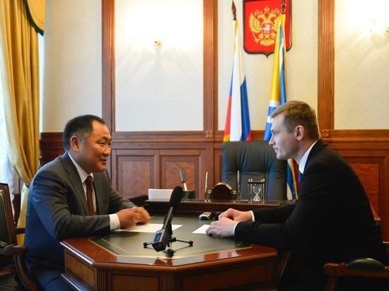 Диалог губернаторов-соседей: Шолбан Кара-оол (Тува) и Валентин Коновалов (Хакасия) договорились сотрудничать