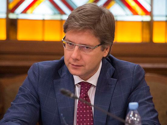 Экс-мэр Риги Ушаков попал под уголовку за шпионское устройство-сувенир