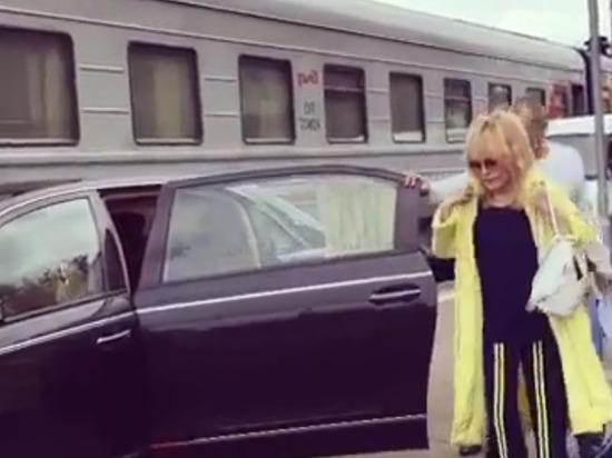Винокур заступился за Пугачеву, заехавшую на перрон вокзала