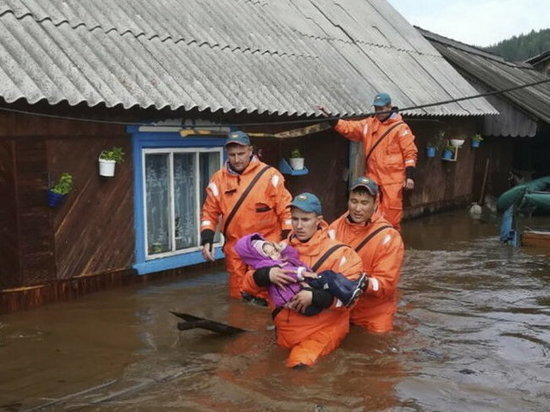 Иркутский паводок: погодите, не тоните, губернатор прилетит послезавтра