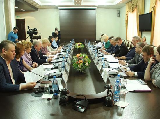 Глава Хакасии и его подчиненные сорвали заседание Конституционной комиссии