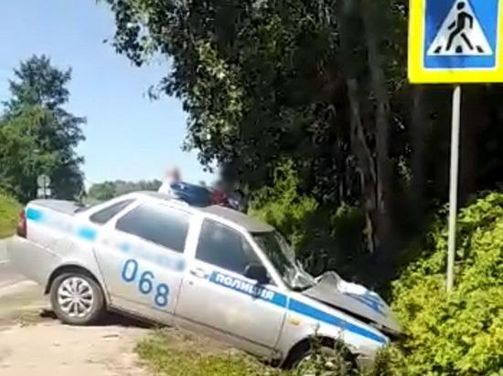 В Озёрске машина ДПС слетела в кювет