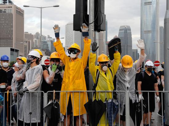 Протестующие в Гонконге добились отмены скандального закона: им грозит наказание