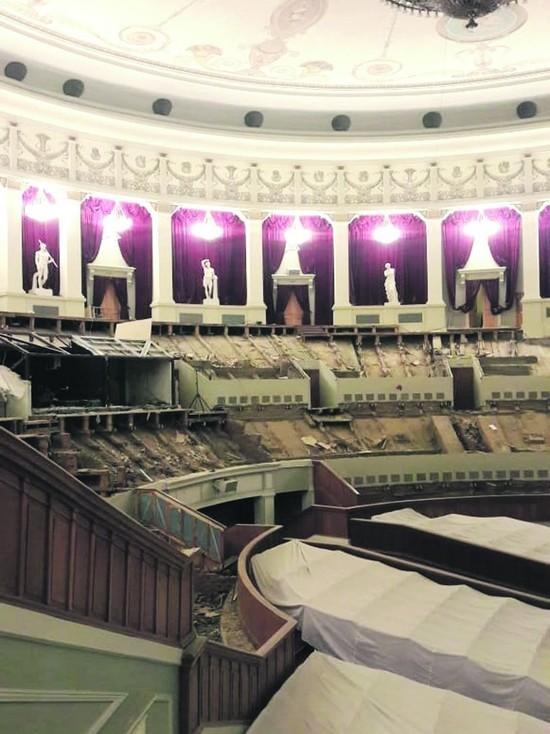 Новосибирский оперный театр демонтировал кресла на всех своих ярусах