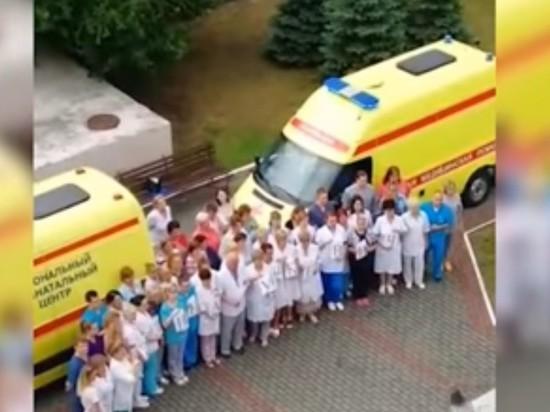 «Я Элина Сушкевич»: врачи перинатального центра провели акцию в поддержку коллеги
