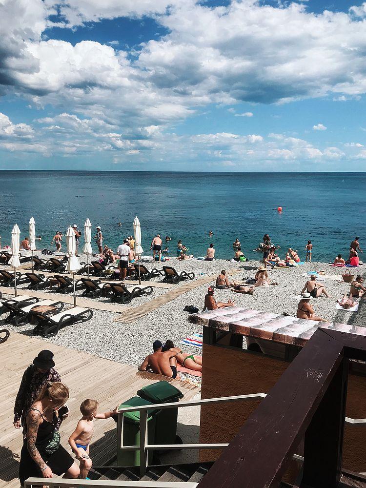 Лучшие пляжи Крыма-2019: на Массандровском - стильно, шумно и удобно