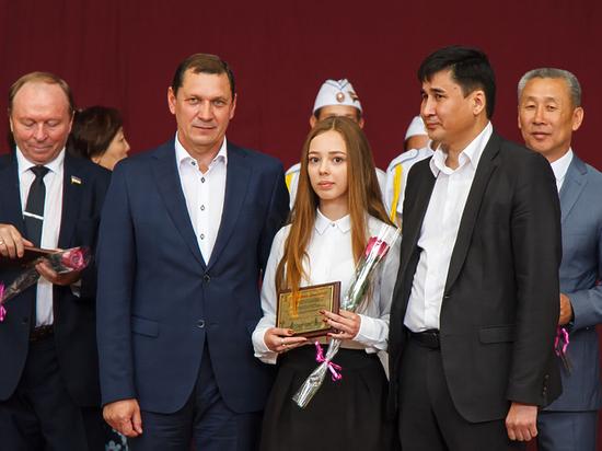Умникам и умницам из Улан-Удэ вручили золотые медали