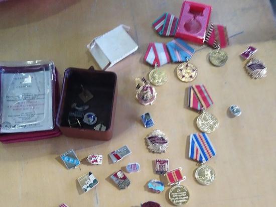 Контрабандист пытался вывезти из России 30 орденов, медалей и значков