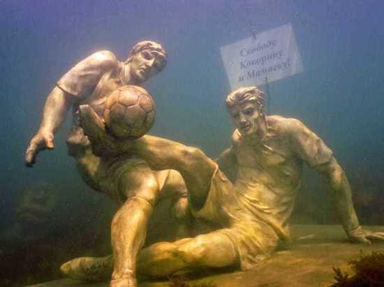 На дне моря под Анапой появилась скульптура в защиту Мамаева и Кокорина