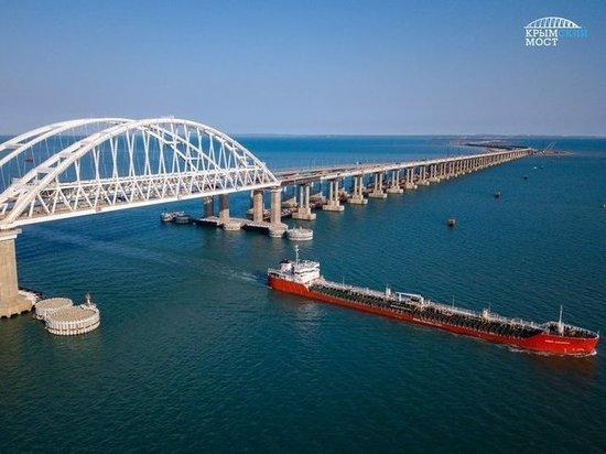 Российский теплоход сел на мель в Керченском проливе