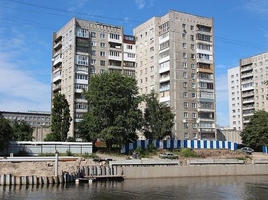 В Калининграде с аварийного дома на Московском проспекте обрушился балкон