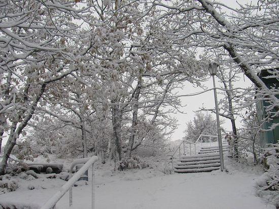 Сидим дома: в Крыму ледяные дожди и метели при штормовом ветре