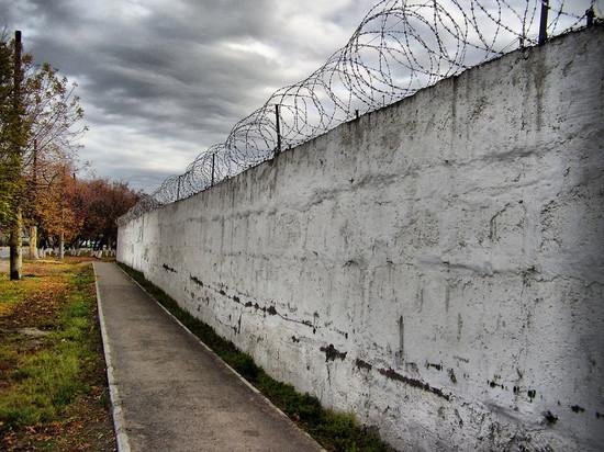 В Калмыкии заключенный дал взятку заместителю начальника колонии