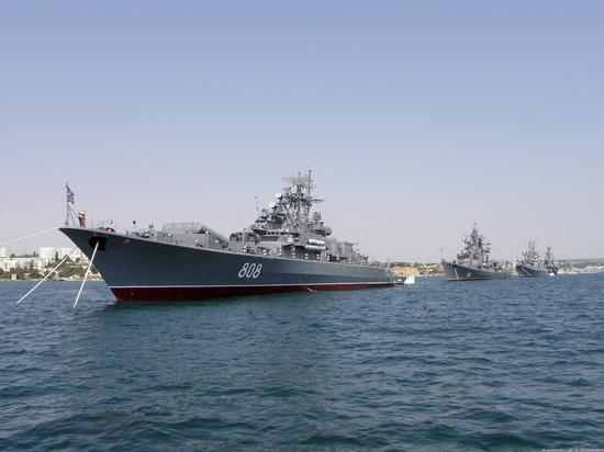 Сторожевой корабль ЧФ взял под контроль корабль ВМС США в Черном море