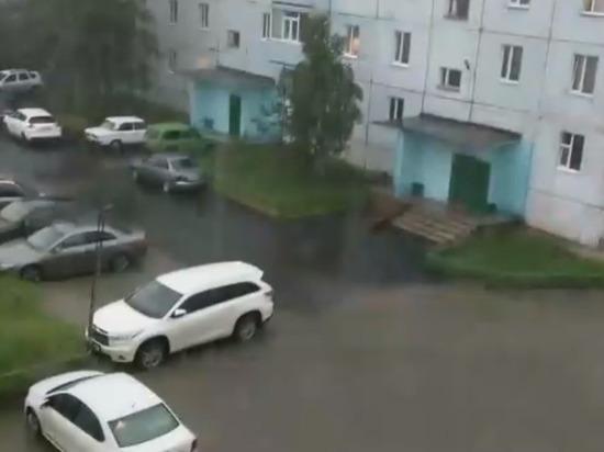 Жители Ноябрьска сообщают о потопе на улицах