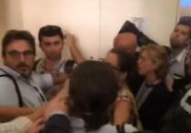 Журналисты RT передрались с итальянцами перед конференцией Путина