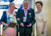 Наталья Комарова наградила югорчан за любовь
