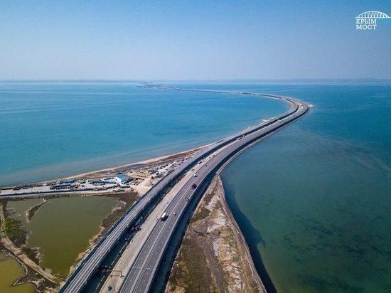 Украинцы массово едут посмотреть на Крымский мост