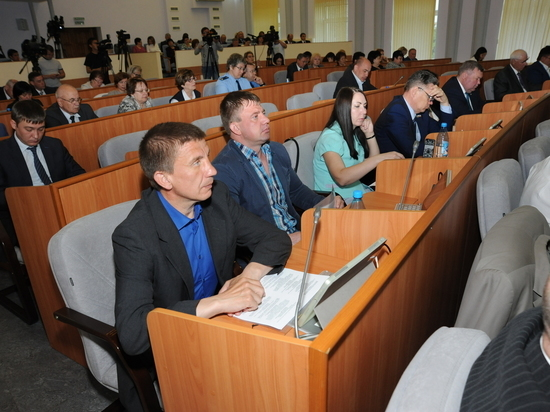 Депутат-коммунист предложил сократить наполовину парламент в Хакасии