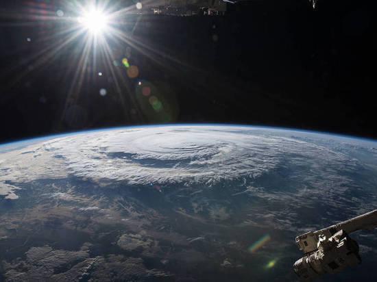 Земля отдалилась от Солнца: астрологи рассказали, чего опасаться