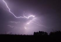 В Омутнинском районе разряд молнии поджег жилой дом