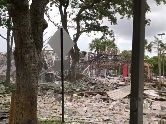 22 человека получили ранения в итоге  взрыва в коммерческом  центре вСША