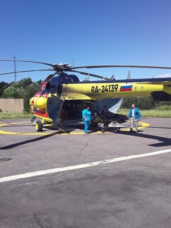 Пациента с разрывом сухожилий на ногах эвакуировали на вертолёте в Петрозаводск