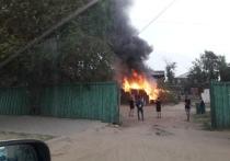 В Улан-Удэ на улице Терешковой сгорели надворные постройки