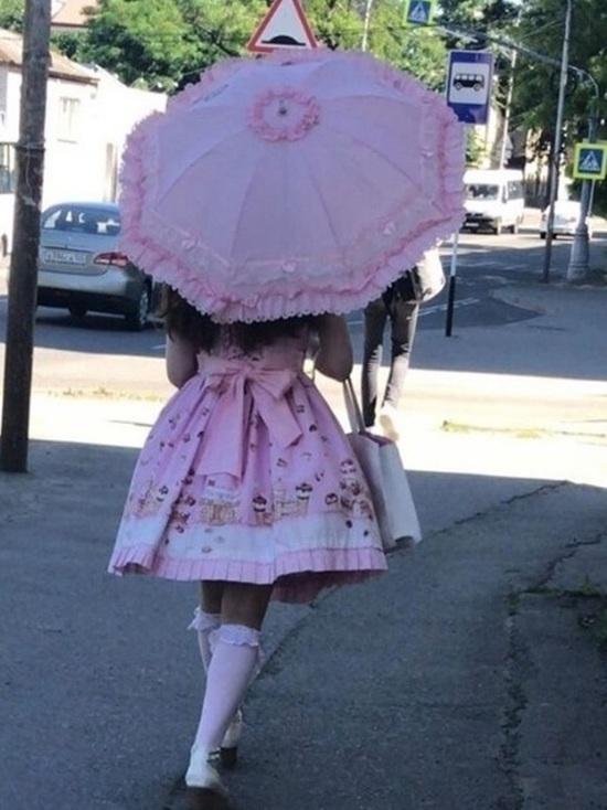 «Японской Лолитой» окрестили гулявшую в образе куклы девушку в Ставрополе