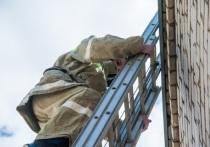 В Камышине ночью во время пожара эвакуировали 120 человек и спасли 7