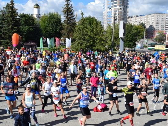 Около двух тысяч спортсменов собрал полумарафон «Красная нить»