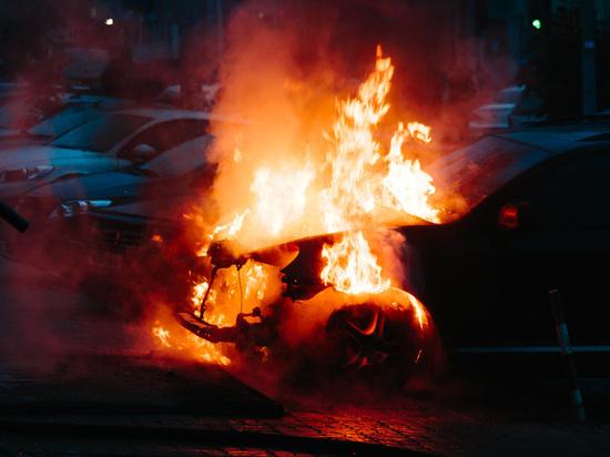 В Калининграде ночью сгорел «Lexus RX»