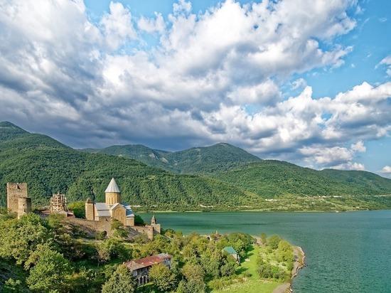 Российские туристы начали массово отменять брони в гостиницах Грузии