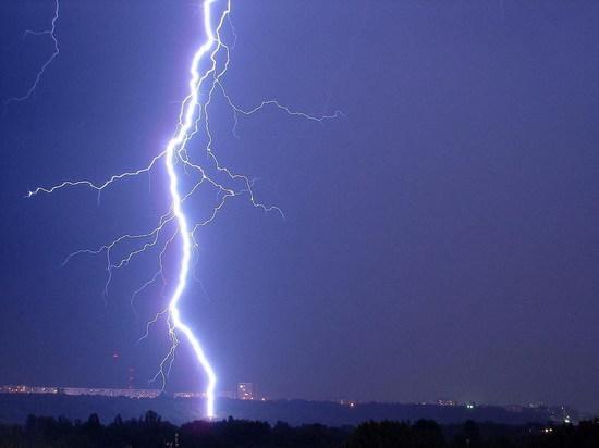 Молния «подожгла» коттедж в Чебоксарах