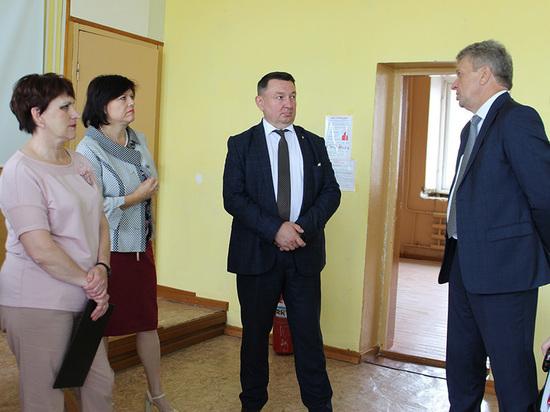 Почти 700 школьников новый учебный год встретят в отремонтированном здании Вохтожской школы