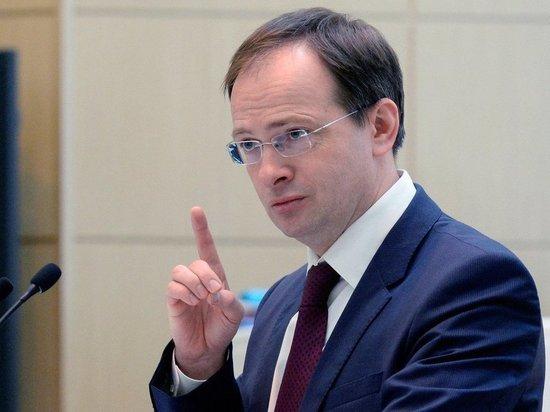 Мединский лично представит нового худрука коллективу Волковского театра