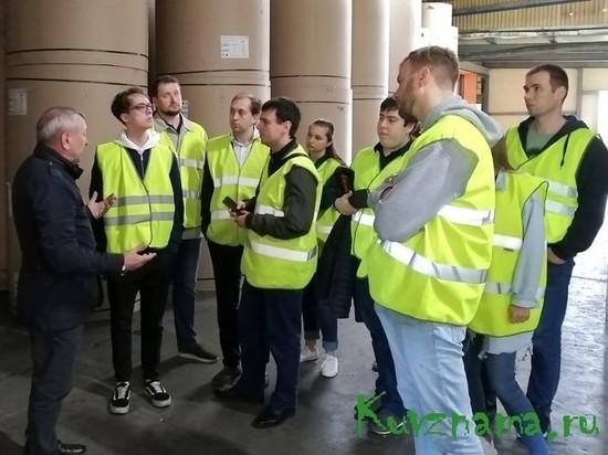 На Каменской бумажно-картонной фабрике в Кувшиново прошла экскурсия