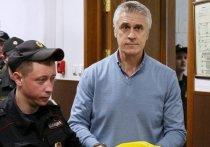 В настоящий школьный экзамен со следователем в роли главного двоечника класса превратилось заседание о продлении срока домашнего ареста по делу иностранного финансиста Майкла Калви в Басманном суде 8 июля