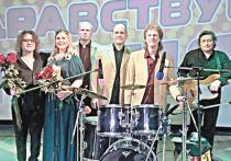 ВИА «ЗДРАВСТВУЙ, ПЕСНЯ» под руководством Аркадия Хаславского был образован летом 1977 года